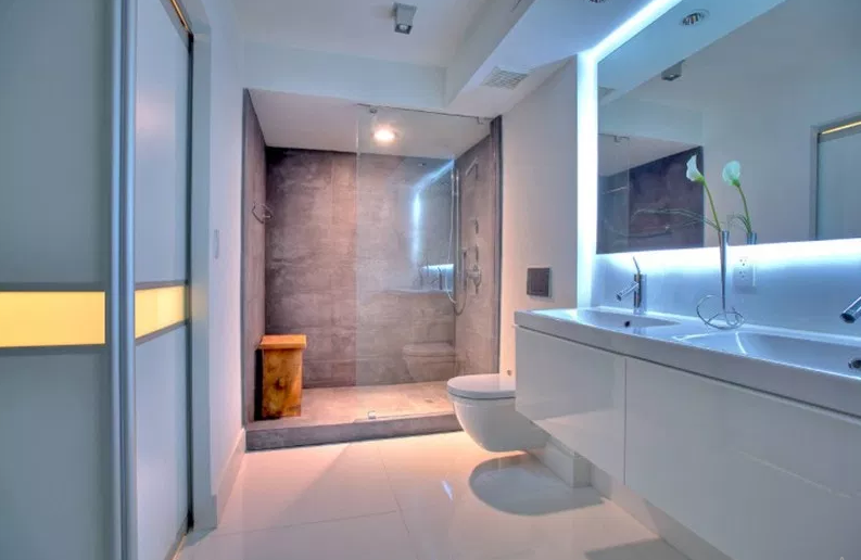 Boca Raton, Florida. - Modern Bathroom