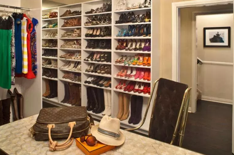 Closet with Hat Rack and Shoe Shelves - Walk in closet Ideas