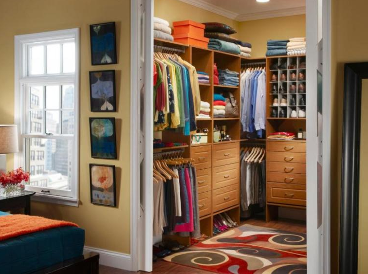Two-Sided His & Hers Walk In Closets - Walk in Closet Ideas